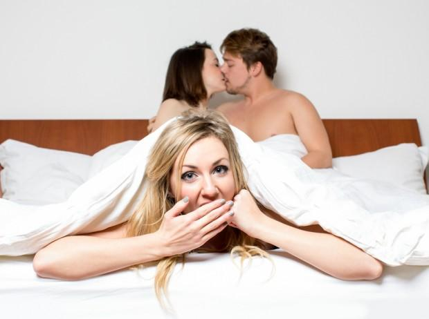 Online dating for threesomes